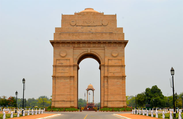 India gate is located at the centre of New Delhi.