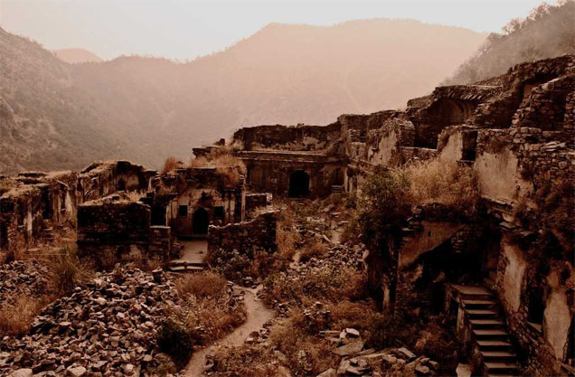 Bhangarh Fort one of the spooky place you can do for free in the country.